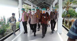 Kunker Ke SBB Kapolda Maluku Beri Bantuan Alkes RSUD Piru