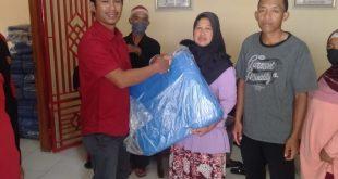 Pemerintah pekon Lombok Selatan kecamatan lumbok Lampung barat , bagi kan terpal