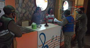 Tim Respon Cepat Kerja Tuntas ( RCKT ) Satpol PP Kota Kediri Menertipkan Karaoke Flamboyan Kediri