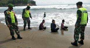Monitoring Ke Pantai Wisata Serma Taufik Himbau Pengunjung Patuhi Protokol Kesehatan