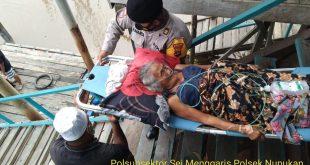 """""""Kasubsektor Semanggaris IPTU Sunarto, Bantu Warga Yang Sakit"""""""