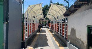Jembatan patekosta menarik perhatian masyarakat yang melintas