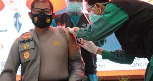 Setelah di Vaksin Covid-19, Kapolresta Sidoarjo: Tidak Terasa, Jadi Jangan Takut