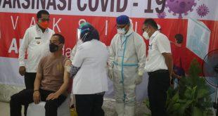 Bupati SBB Hadiri Penyuntikan Vaksin Tahap II Sebanyak 25 Orang.