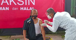 POLRES KEDIRI – Jajaran Polres Kediri hari ini melaksanakan vaksinasi Covid-19. Langkah ini sebagai upaya untuk mencegah, peredaran Covid -19.