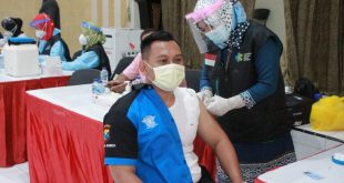 Pelaksanaan Vaksinasi Covid-19 Bagi Anggota Polri dan PNS Polres Jember