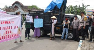 Puluhan Personel Polres Lumajang Amankan Aksi Damai Kelompok Petani