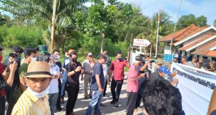Polsek Sungailiat Lakukan Pengamanan Kegiatan Aksi Tanda Tangan Petisi.