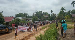 """""""Aksi Damai di Kecamatan Rantau pandan"""",Orasi Korlap JANG CIK ; minta PT KBPC angkat kaki dan stop oprasi."""