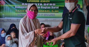 Anggota DPRD SBB Taher Bin Ahmad Bagikan 250 Paket Sembako
