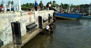 Akibat dangkal, Kapal tidak bisa bersandar ke dermaga pelabuhan Kalbut