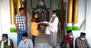 Lusya Setitit Hadiri Proses Adat pembangunan Pagar Mesjid Al Muhmin Lisabata