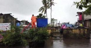 Curah Hujan Tinggi Serta Gelombang laut, BPBD Belitung Salurkan Air Bersih Untuk Warga Pesisir Pantai