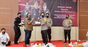 Wartawan Polda Jatim , Mendapatkan Surprise , Dari Kapolda Jatim Di Hari Pérs Nasional ( HPN) , Yang Ke-75