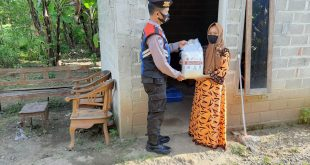Anggota Polsek Ngampengrejo Salurkan 65 Paket Sembako